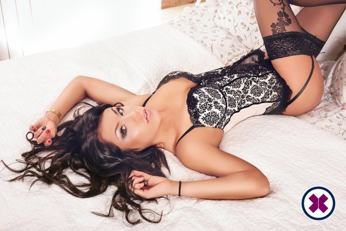 Natalie Fox is a super sexy Egyptian Escort in Westminster