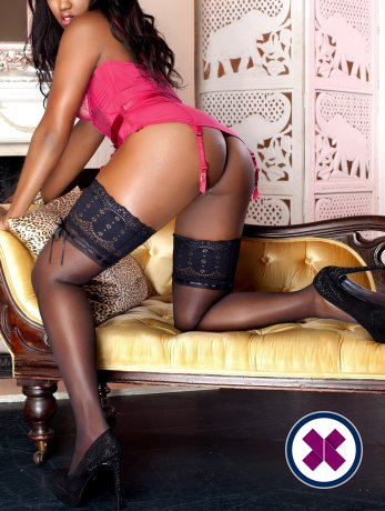 Leah Hudson is a hot and horny American Escort from London